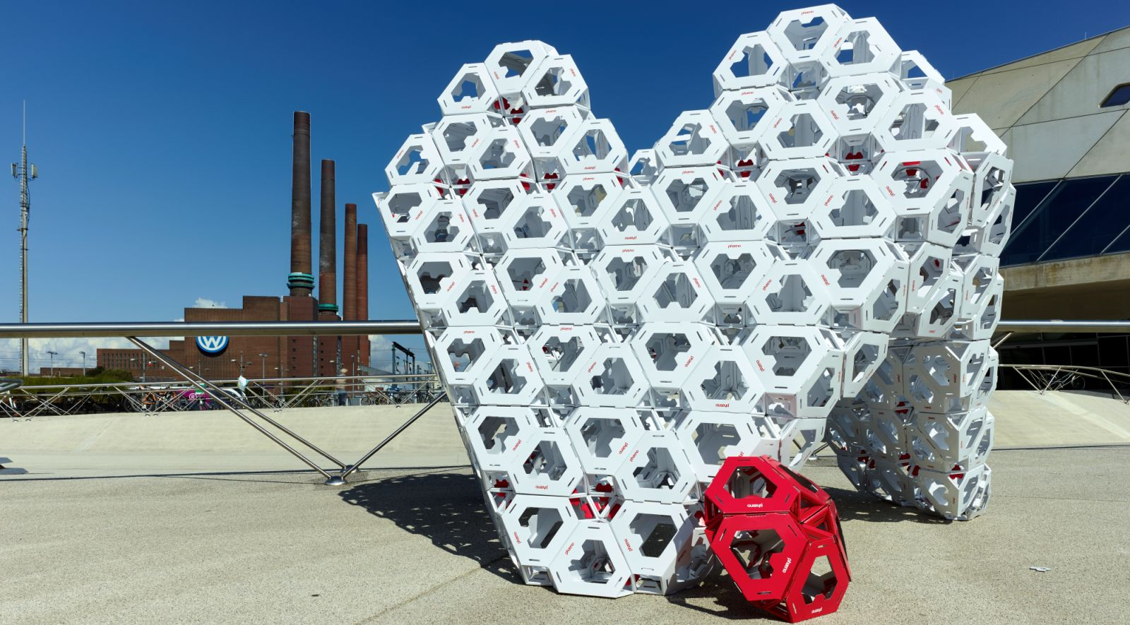 3000 heart-shaped red and white