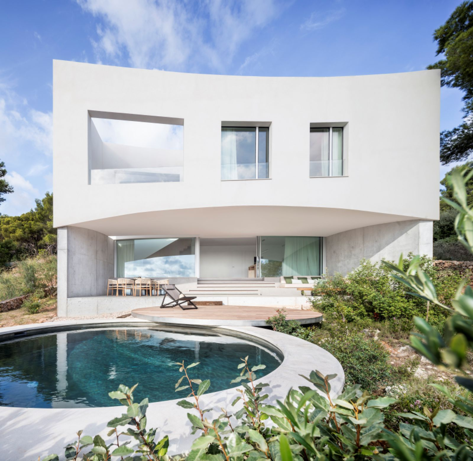 Curved House