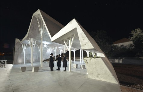 Open-sided shelter