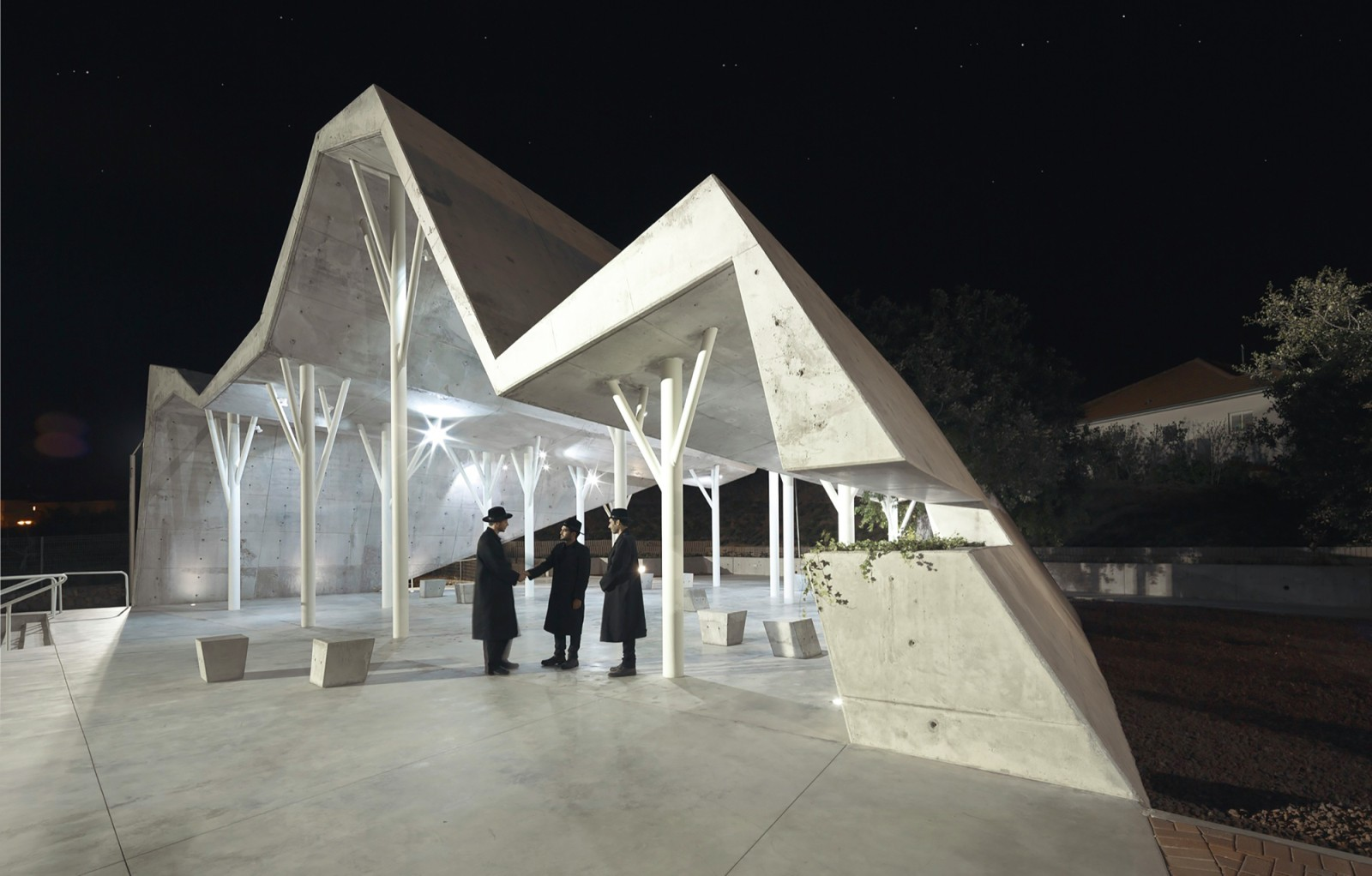 Open-sided shelter