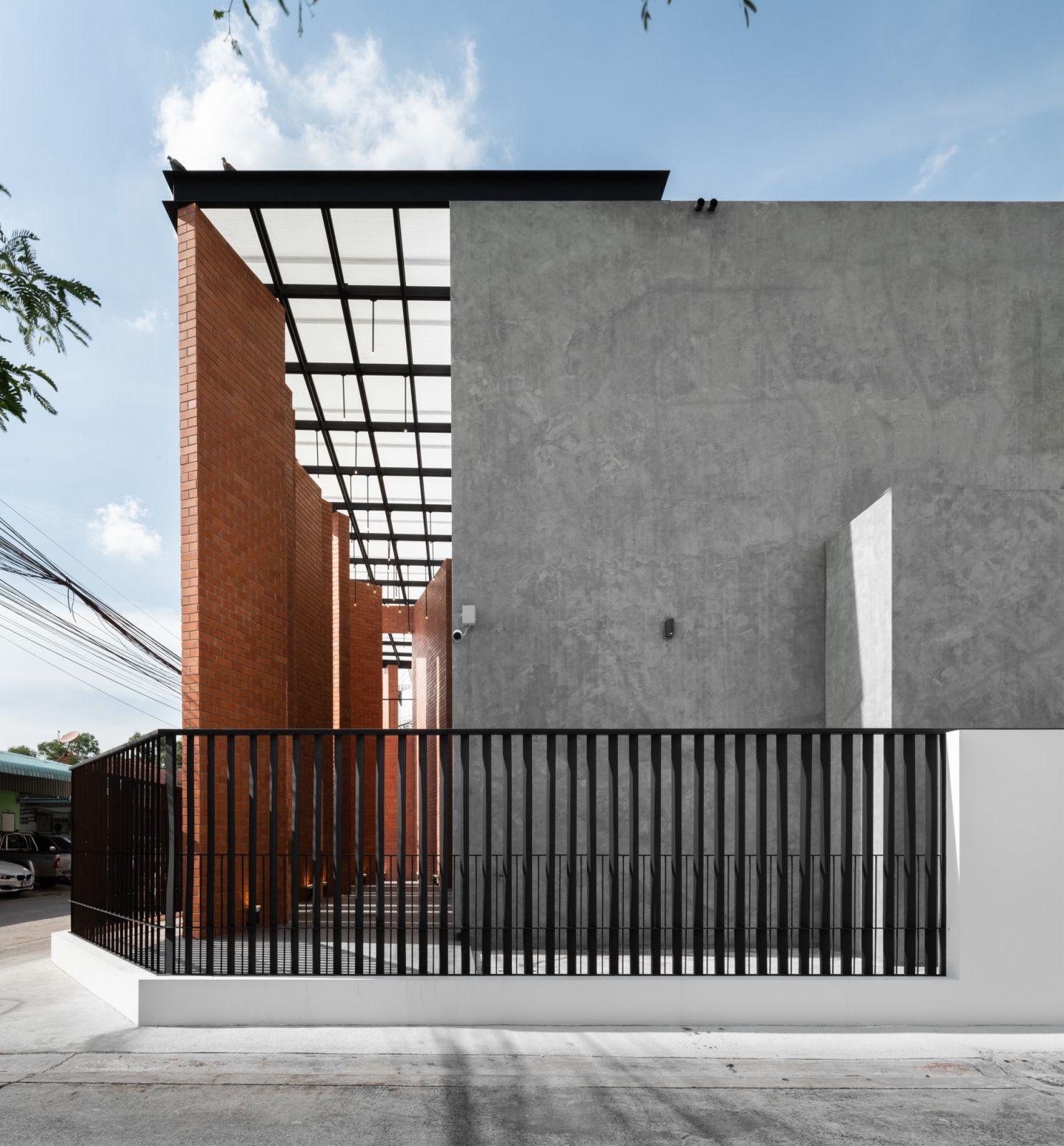 Pakkret House