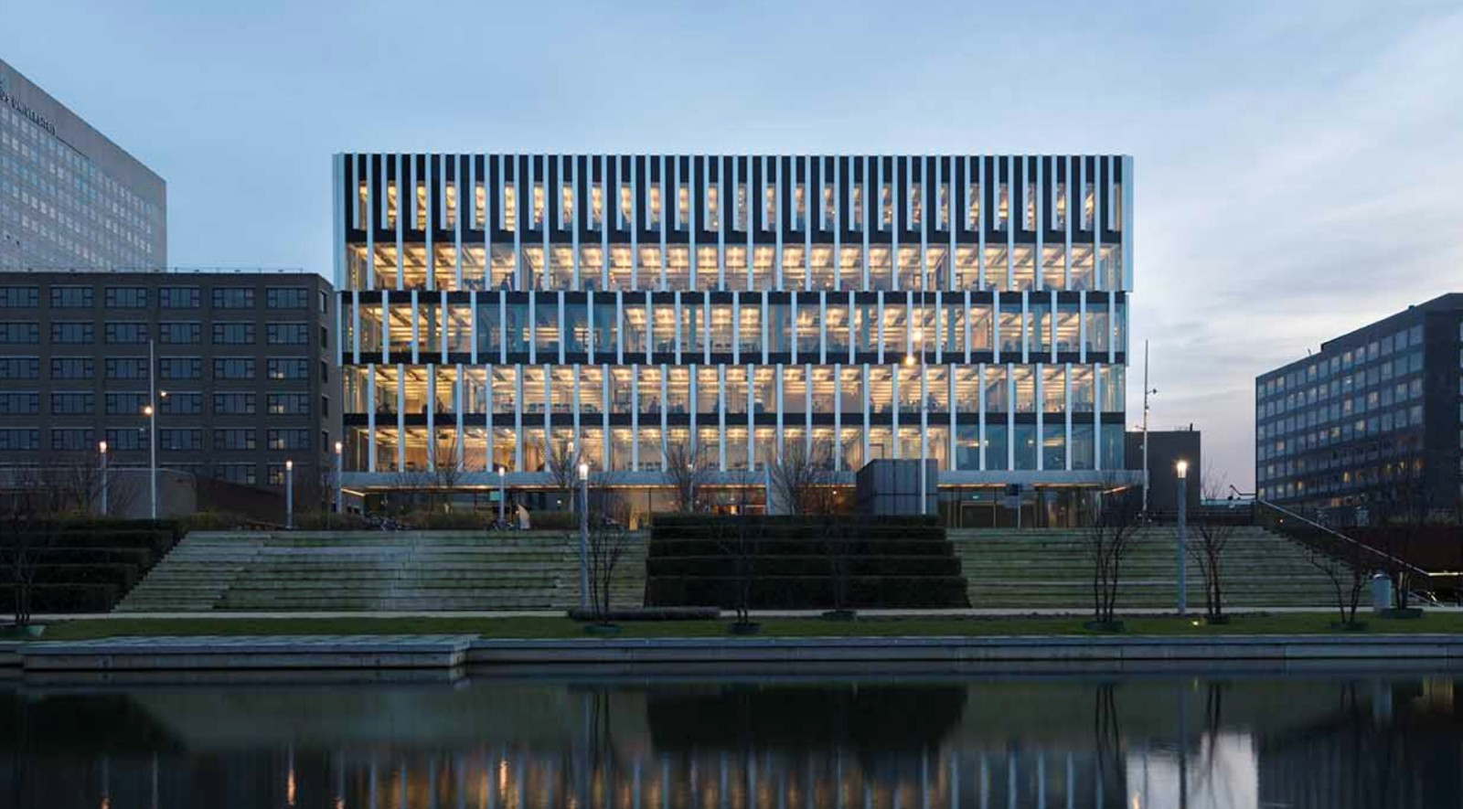 Polak building erasmus university rotterdam by paul de for Architecture 00